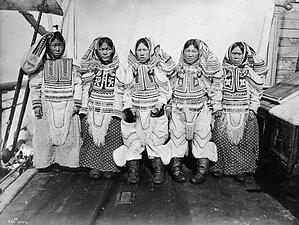 Group of Inuit women, Cape Fullerton, NWT, ca 1903