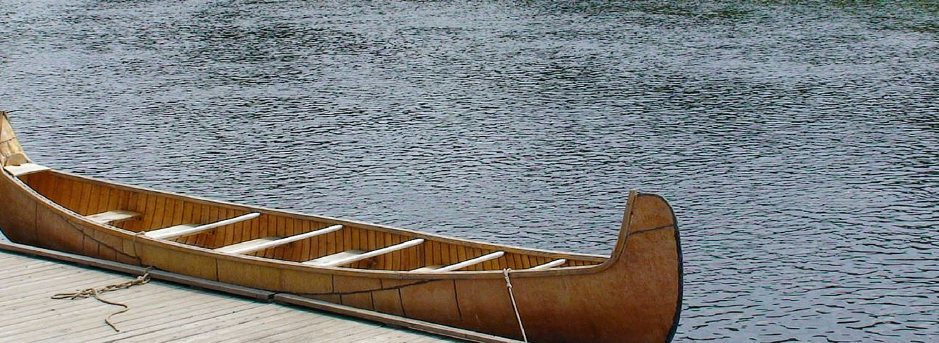 Canoe_at_the_dock.png